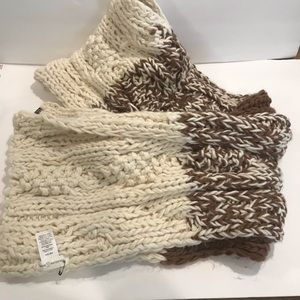 Chunky cable scarf soft 93x14 NWOT